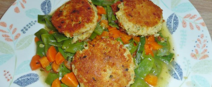 Kartoffel-Grünkernbratlinge auf Gemüse