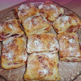 Blätterteig-Päckchen mit Marzipan-Füllung